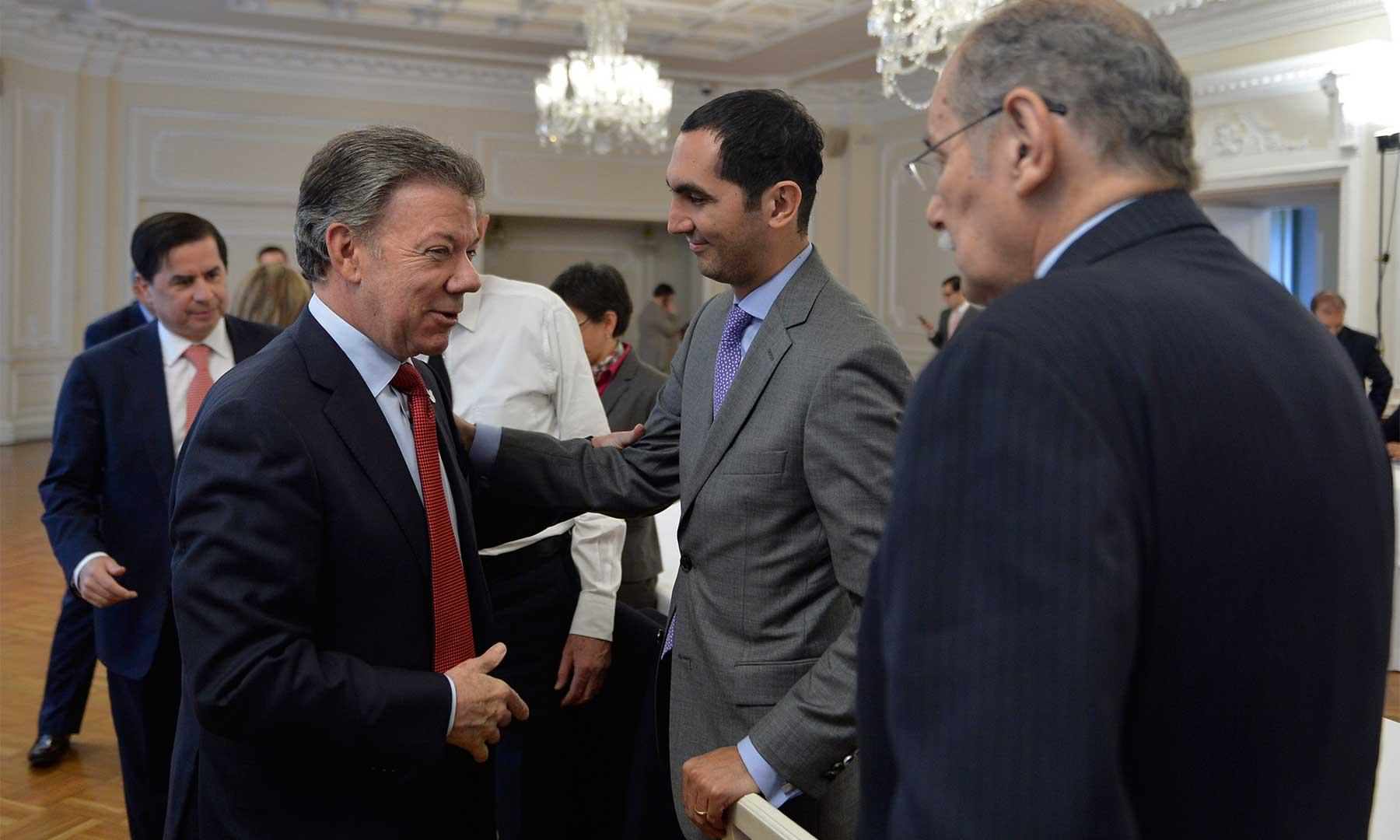 Santos le juega al desgaste de la oposición