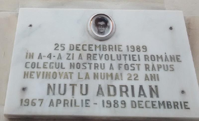 Placa recordatoria de las víctimas de 1989