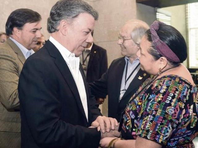 Juan Manuel Santos y Rigoberta Menchú
