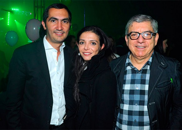 David Barguil, presidente del partido Conservador, junto a su novia y su suegro