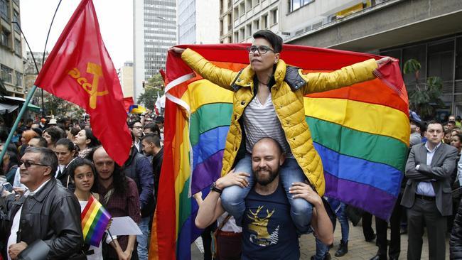 Comunidad gay celebrando el acuerdo entre FARC y Santos