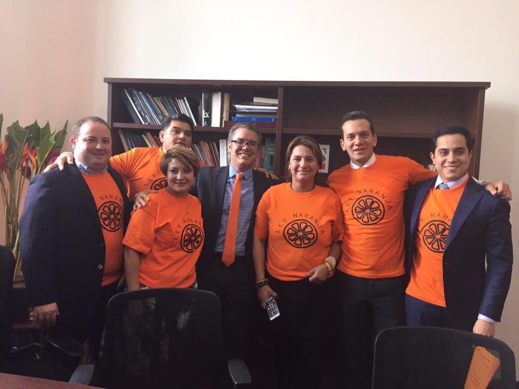 """Radicación de la """"Ley Naranja"""", en el congreso de la República (Foto prensa Iván Duque)"""