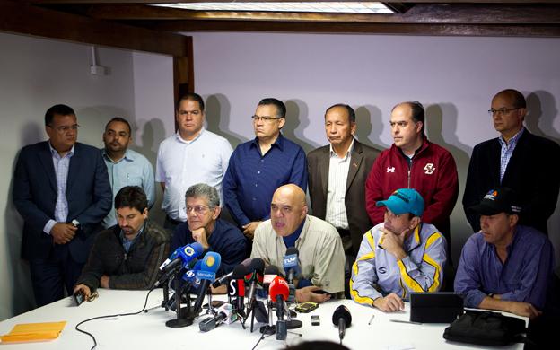 Los representantes de los partidos que integran la MUD