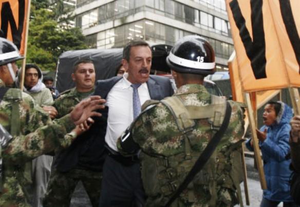El Coronel Plazas Vega, vapuleado por grupillos pagos por sus enemigos del narcomarxismo