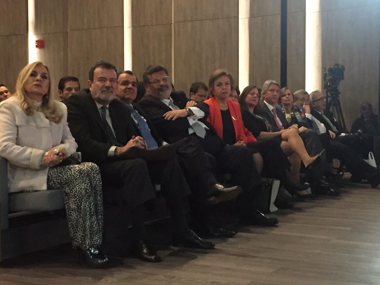 Algunos de los asistentes a la presentación del libro del Coronel Plazas Vega