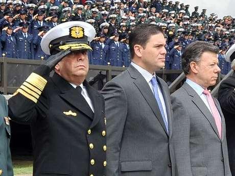 El almirante Echandía, Juan Carlos Pinzón (hoy embajador de Colombia en USA) y Juan Manuel Santos