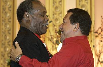 Chávez y  Danny Glover