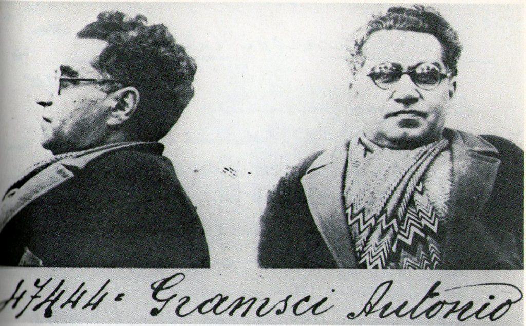 Foto del prontuario carcelario de Antonio Gramsci