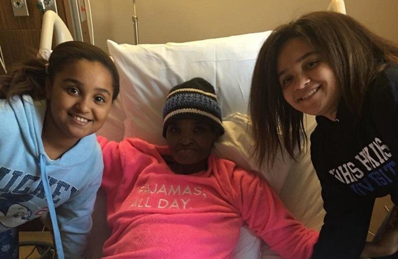 Fotografía tomada en la última visita, hoy, de las niñas al hospital. Las 3 ignoran todavía lo que se avecina