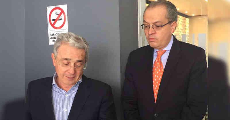 Fernando Carrillo organizó la celada que le tenderán a Uribe en el Vaticano