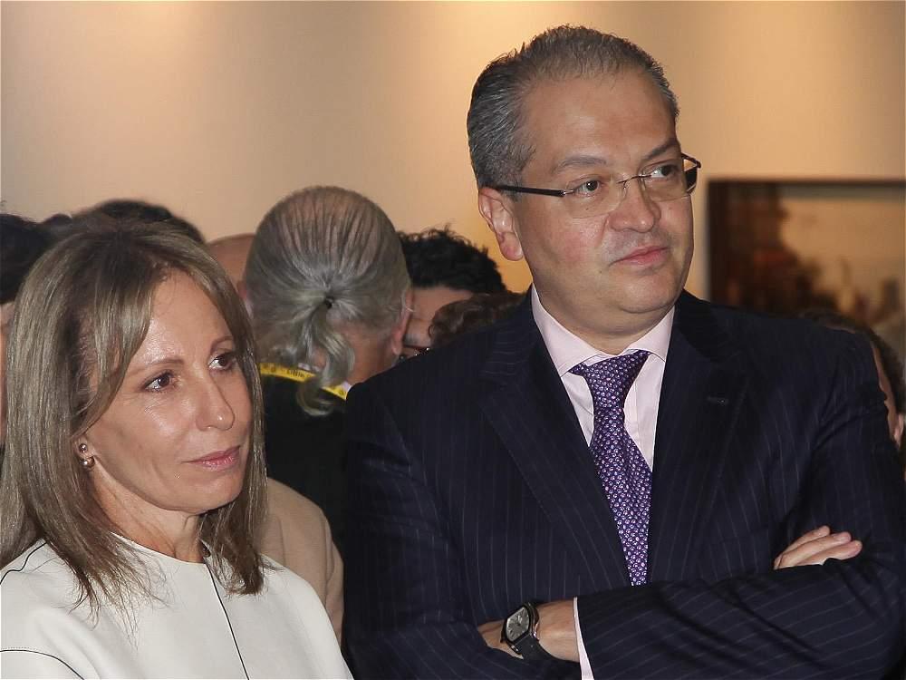 Aida Furmanski con Fernando Carrillo. De espaldas, Alberto Furmanski. Todos divinamente