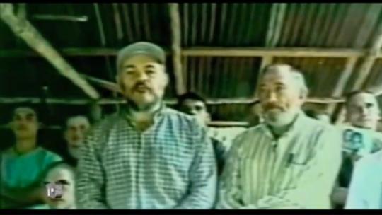 """Gilberto Echeverri y Guillermo Gaviria, en una de las pruebas de """"supervivencia"""" que enviaron los asesinos de las FARC"""
