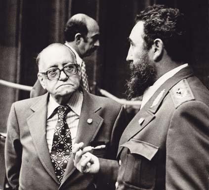 Alejo Carpentier y Fidel Castro