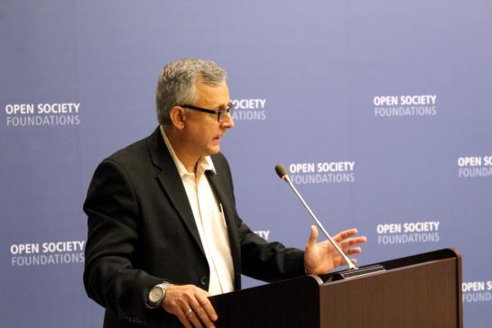 Roberto Veiga, de Cuba Posible, inaugurando en la Open Society Foundations una charla sobre la apertura de relaciones USA-Cuva