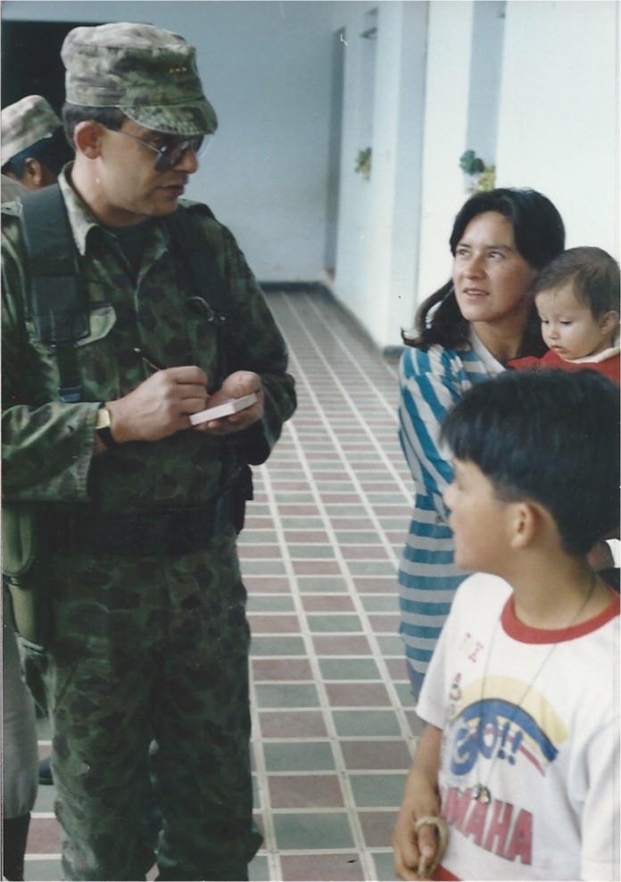 Miguel Posada, en campañas del Ejército ayudando a la comunidad