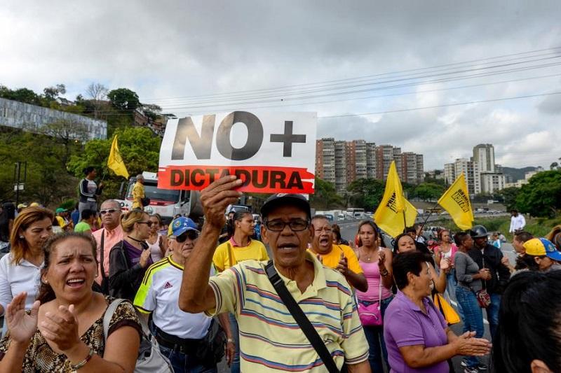 TRAGEDIA DE VENEZUELA ES ADVERTENCIA PARA COLOMBIA