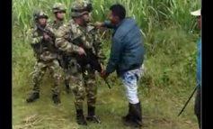 INDÍGENAS CAUCANOS PRO FARC INTENTARON DEGOLLAR A UN SOLDADO, Y NO PASA NADA